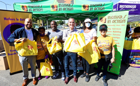 Taste of Soul 'Day of Service & Soul' Gives to 2,000 Families